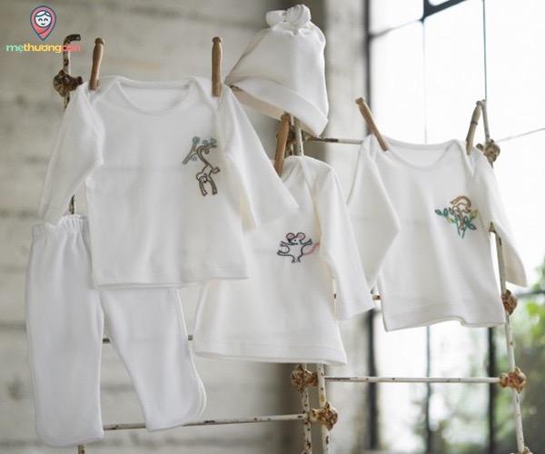 Chọn quần áo cho bé có chất liệu tốt co giãn thoáng mát