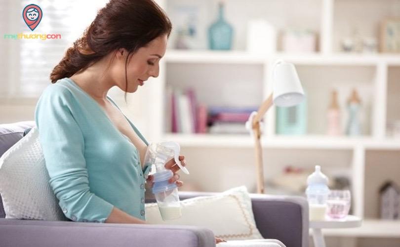 sữa mẹ vắt ra để dành cho bé dùng dần